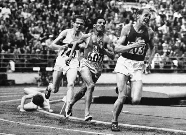 Helsinki 1952 OG, Athletics, 5000m Men - Final. Ahead, Emil ZATOPEK (TCH) 1st, followed by Alain MIMOUN (FRA) 2nd and Herbert SCHADE (GER) 3rd.